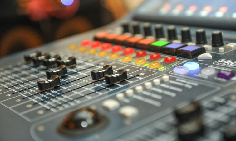 Sound board - Edna Talent Management - net2phone Canada - Business VoIP Phone System