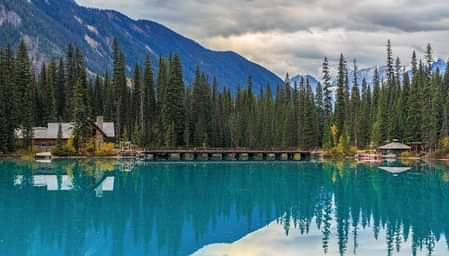 Blue Lake with rolling mountains and trees - net2phone Canada - Business VoIP Phone System