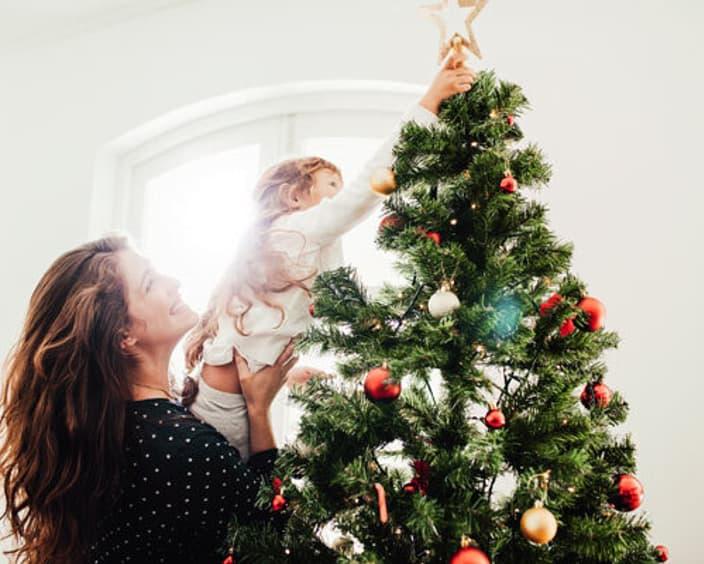 Decorate Christmas tree 600 Adobe Stock 176852207