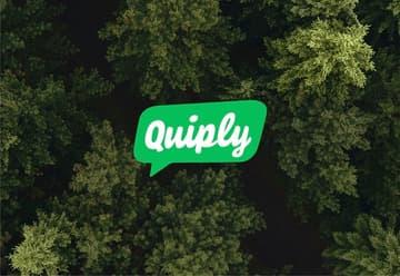 Quiply Mitarbeiter-App Brand Logo auf Tannenwald