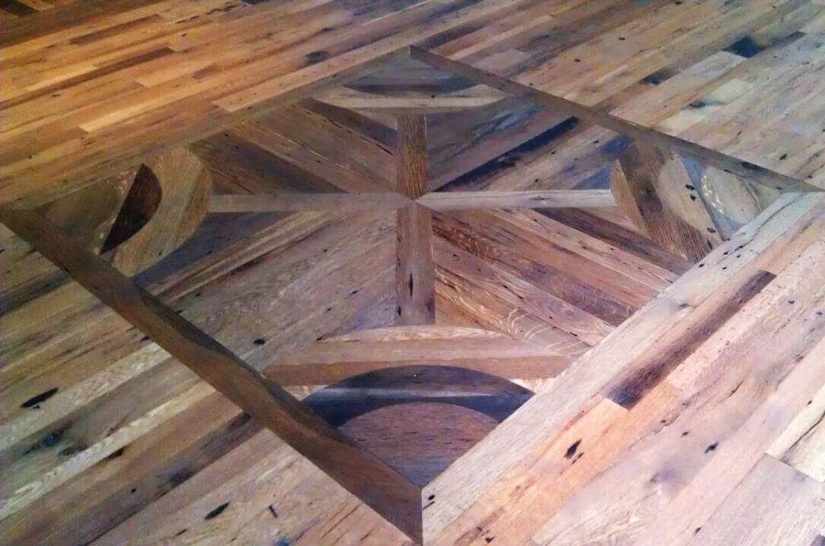 Antique oak flooring with beautiful inlay.