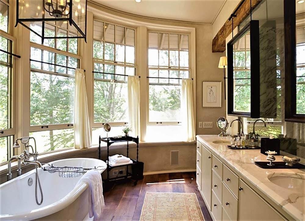 Reclaimed wood floor in Tryon North Carolina bathroom.
