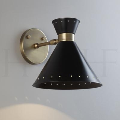 Tom Wall Light, Nero