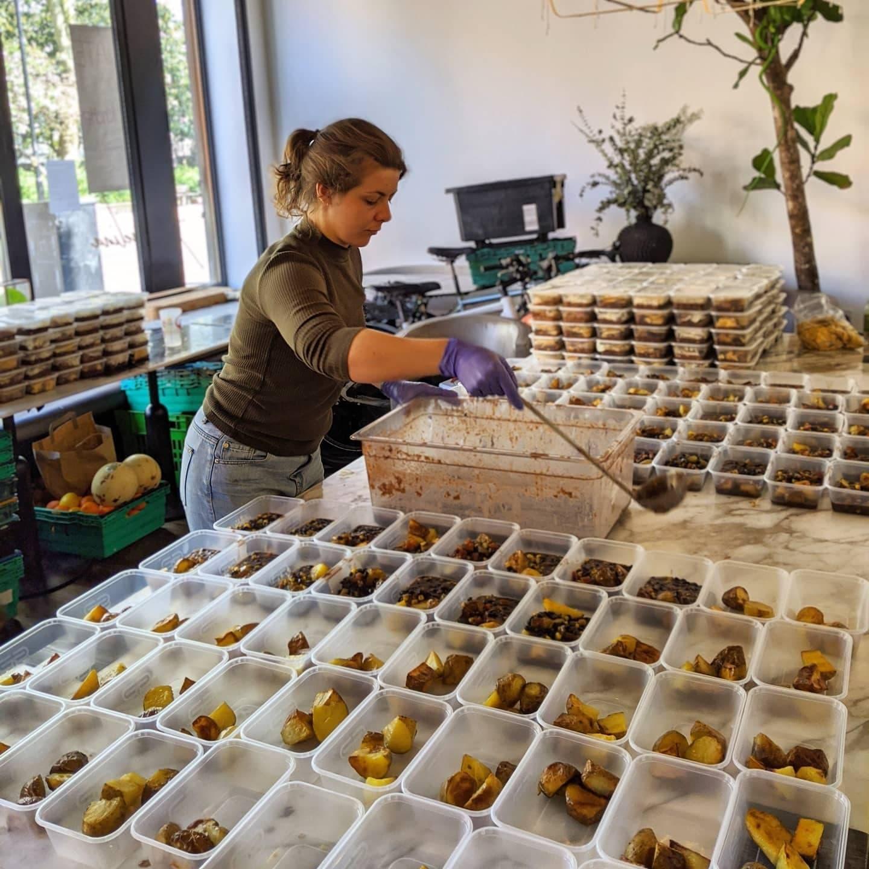 Preparing emergency meals during the 2020 Coronavirus pandemic