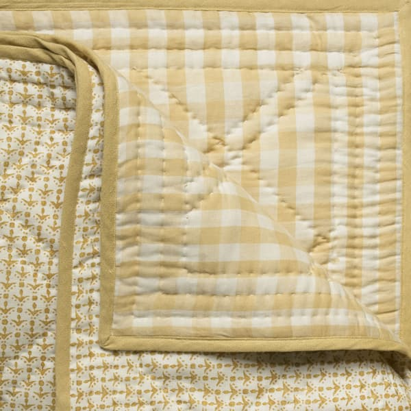BCP1015 – Cupid in faded yellow bedcover