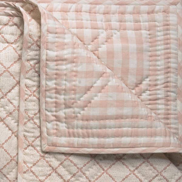 BCP2114 – Trellis in pale pink bedcover