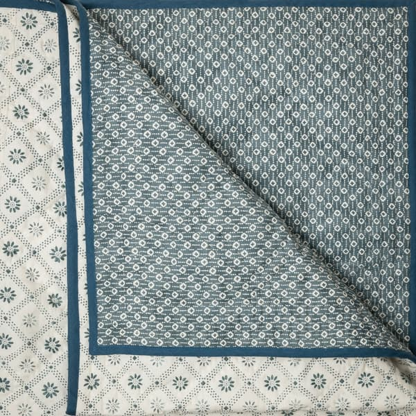 BCP3000 I v1 – Daisy trellis indigo bedcover