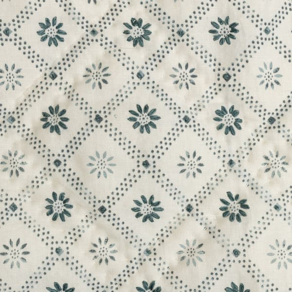 BCP3000 I v2 – Daisy trellis indigo bedcover