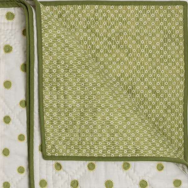 BCP3302 LY v1 – Dots in lime with sun in lime/gold bedcover