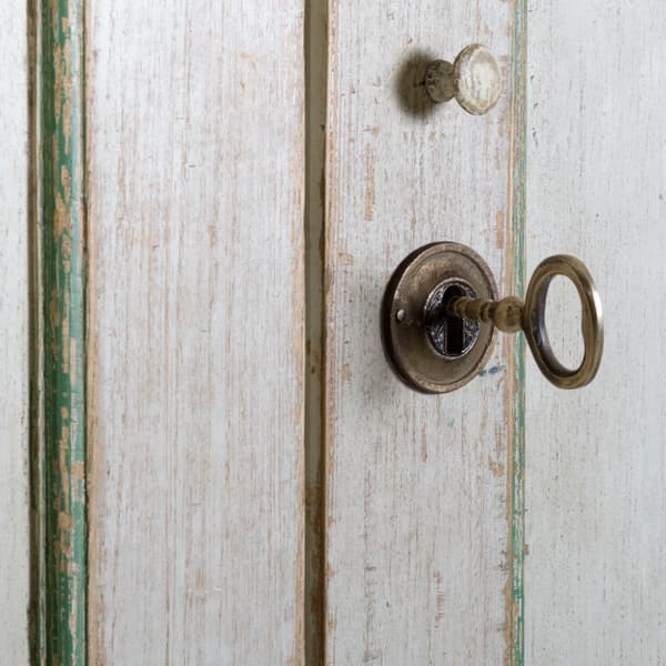 Eng141 5 D1 – Linen cupboard