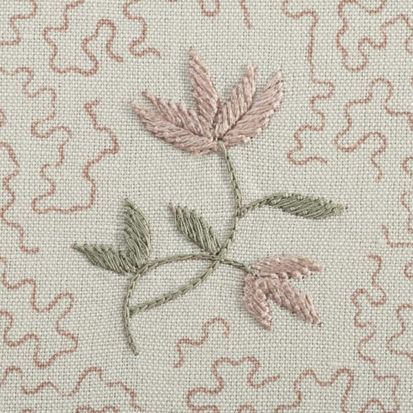 FP3614 PP Detail1 – Wild flower on printed squiggles in pale pink