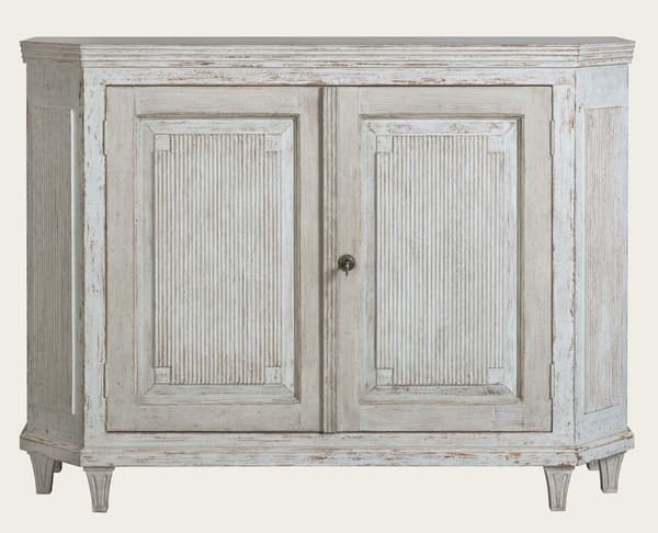 Gus144 A 8 – Sideboard