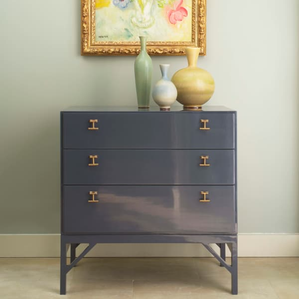 Mid054 A Mid Century Modern Vintage Lacquer – Chest of drawers with T-bar handles