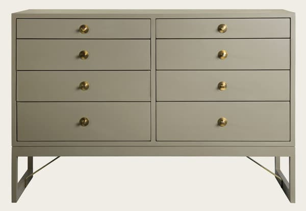 Mid057 12 – Large chest of drawers with round pulls