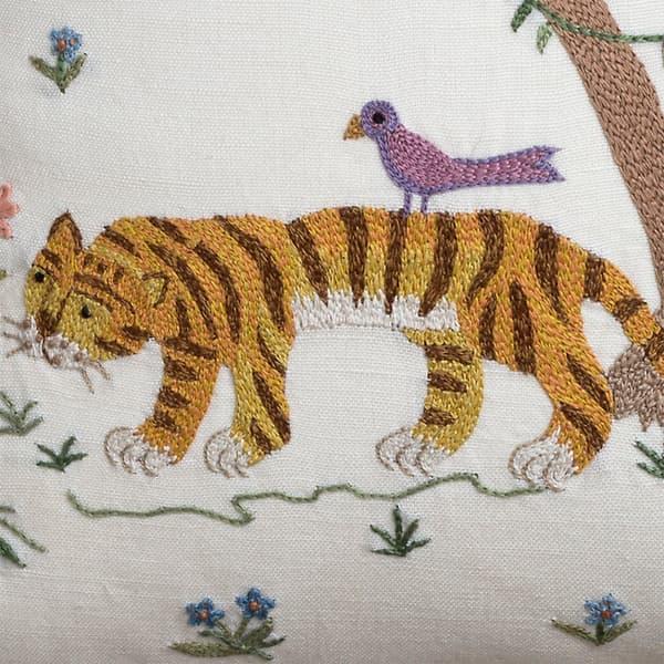 C782 D1 – Standing tiger & palm