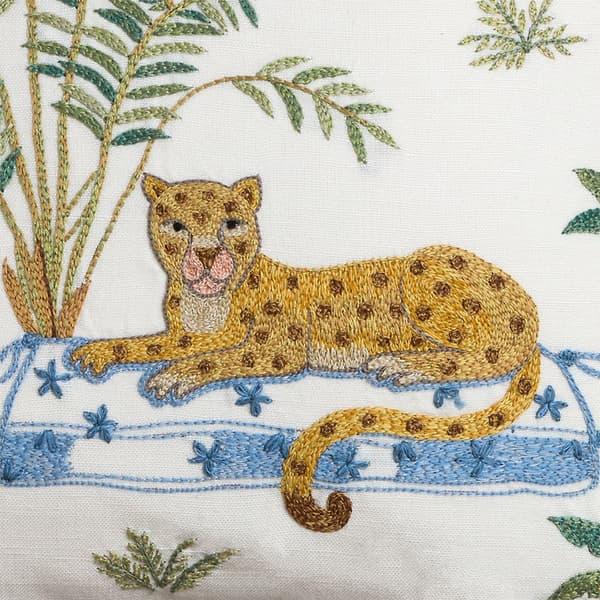 C784 D1 – Seated leopard & palm