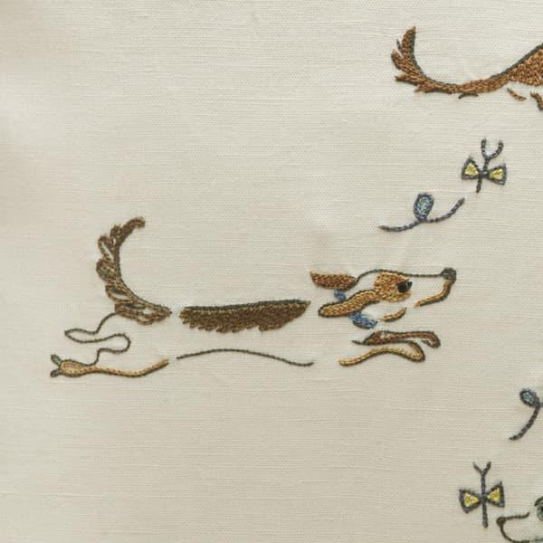 C712Det – Dogs chasing butterflies