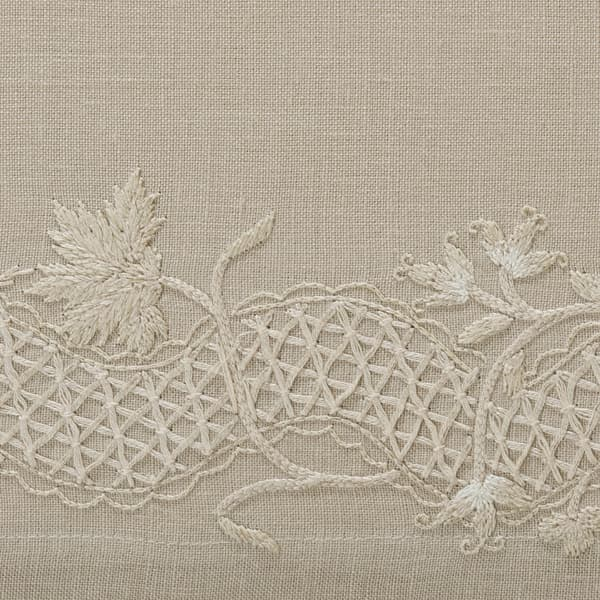 B267 WD Detail – Stockholm Sprig Off white on Clay
