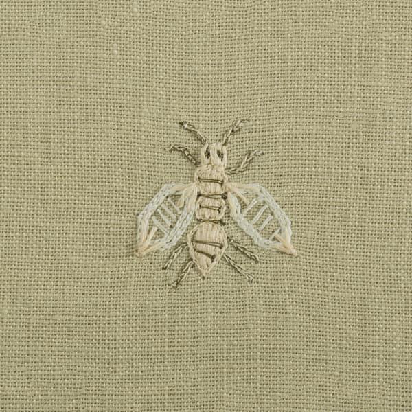 F268 WH Detail 2 – Napoleon bees off White on Hemp