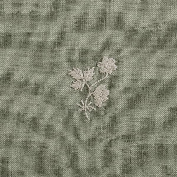 F199 Wg Detail 2 – Sprigs & Leaves White on Green