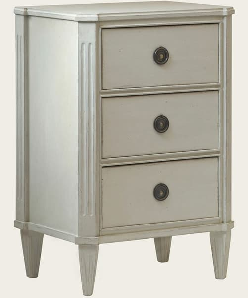 GUS036_08a – Bedside table with three drawers