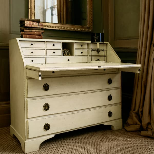 File 5 39 – Writing desk / bureau