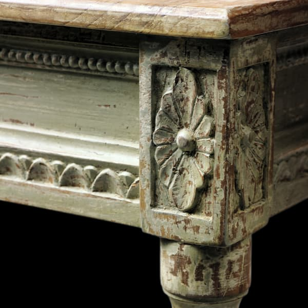 Gus102 7D 1 – Table with carving