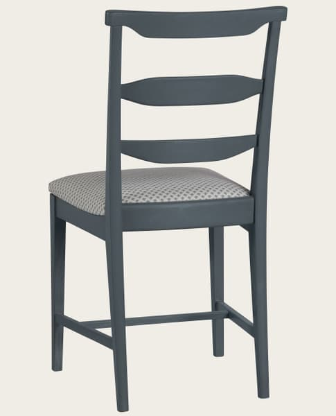 Mid013 09Ba – Chair with square back