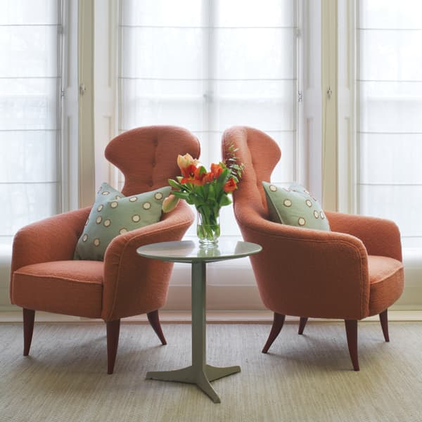 Ct9C 130 – Armchair with high back
