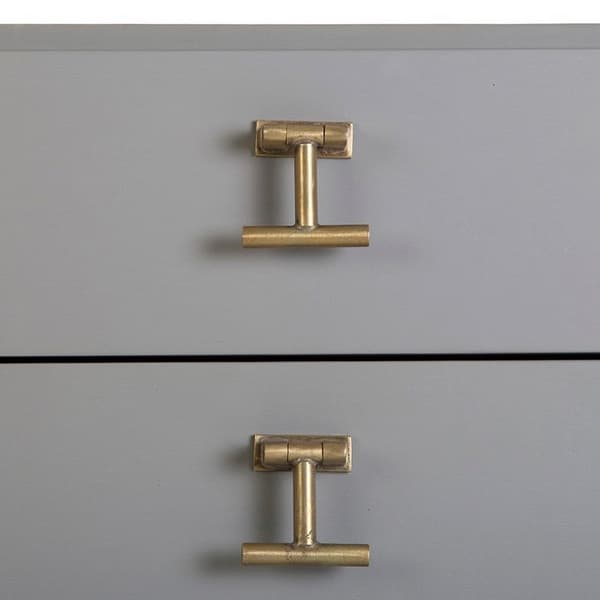 Mid053A 19D 1 – Chest of drawers with T-bar handles