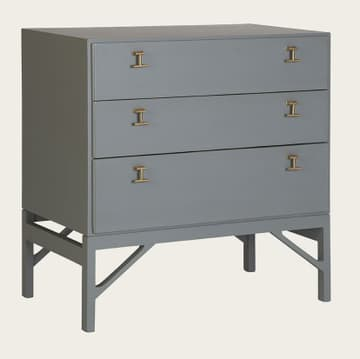 Chest of drawers with T-bar handles