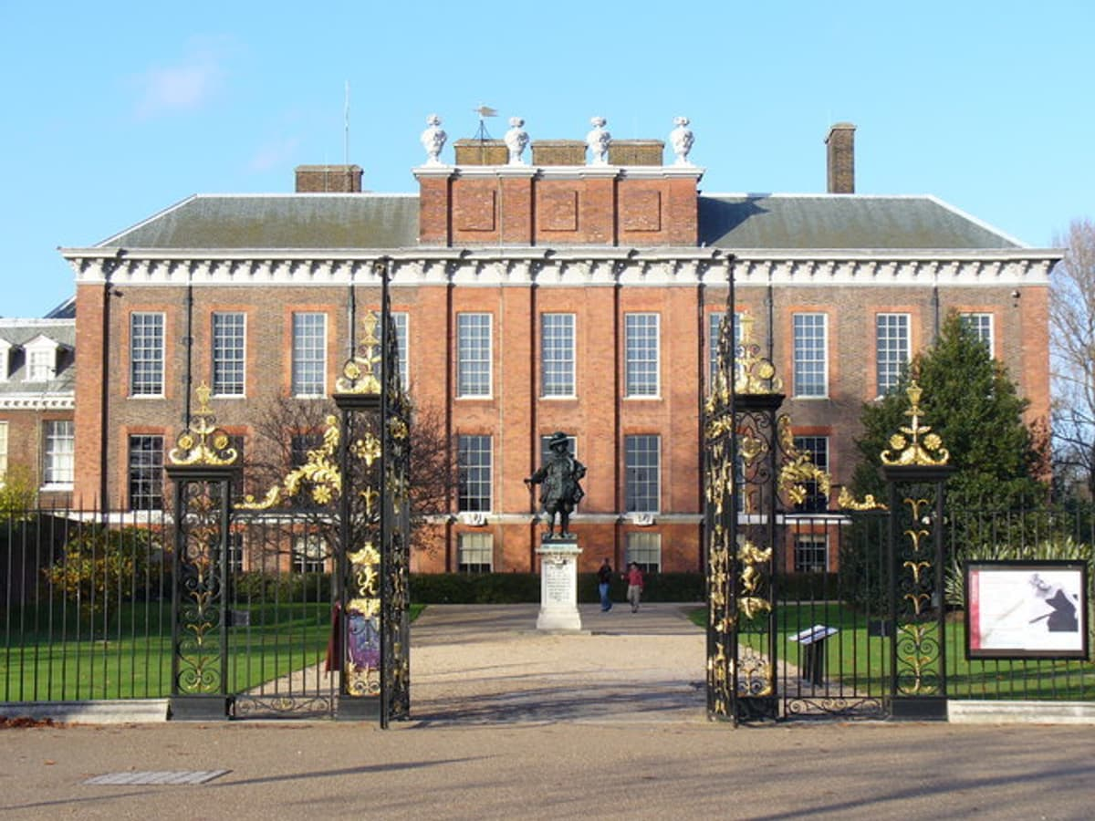 Image of Kensington Palace, a listed building with disabled access.