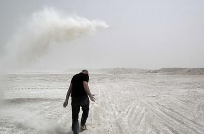 عمل الصحراء - الإماءة