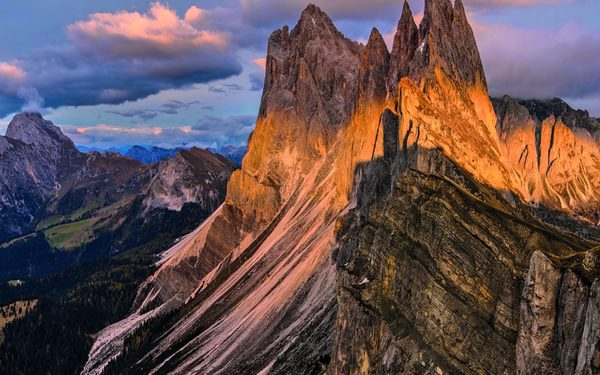 023 The Beautiful And Dramatic Odle Geisler Ridge Line With Sass Rigais Visible At The Back