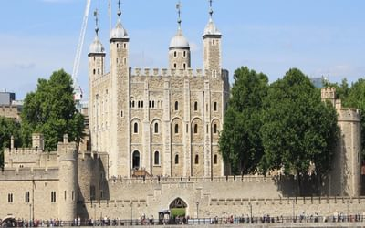 P010 The Trail Of Two Cities Runs From The Tower Of London