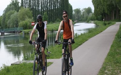 P017 A Cycle Track Beside The River Somme Links Abbeville And Amiens