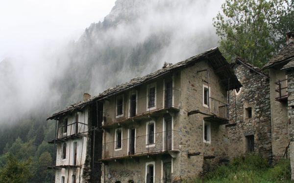 10 The Abandoned Village Of Nivolastro