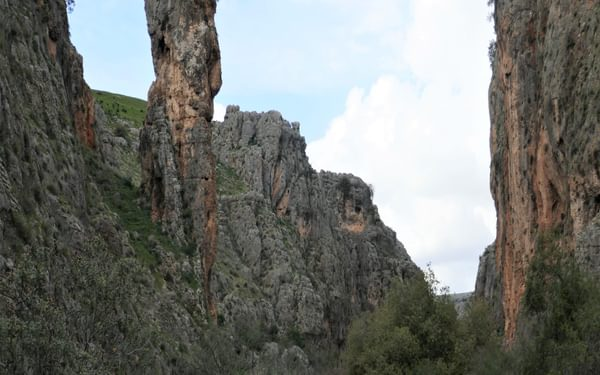 P012 The Amud Pillar Towers Above The Gorge