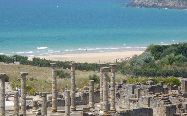 The beach and the Roman ruins of Baelo Claudio, Bolonia