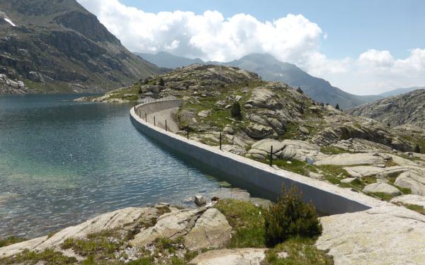 Crossing dam walls on the way to Refugio de Colomina