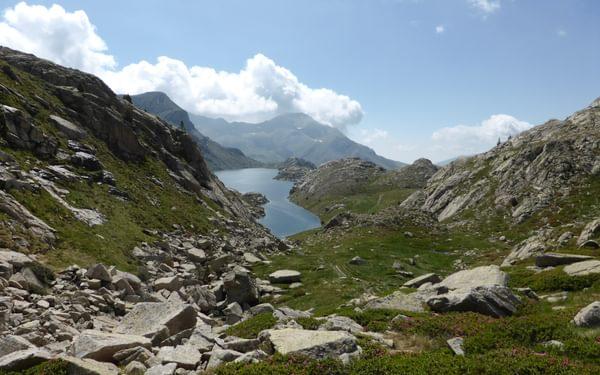 Lake after lake paves the way towards Refugio de Colomina