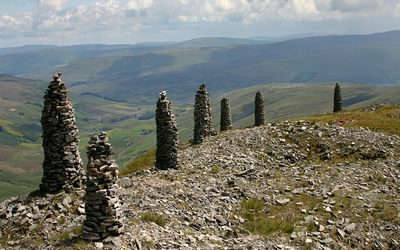 Walk1B The Eastern Edge Of Wild Boar Fell Is Marked By A Line Of Tall Cairns