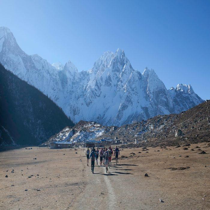 Running at altitude. Manaslu Mountain Race, Nepal Himalaya. (© Manaslutrailrace.org Photographer Richard Bull)