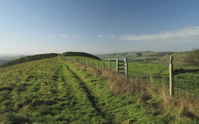 Along Oare Hill towards the earthworks of the Giant's Grave