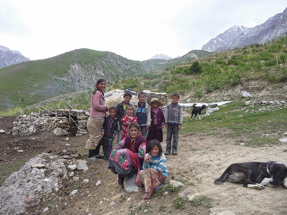 A shepherd family at the foot of the Tavasang Pass