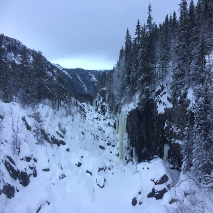 Rjukan is a world-famous ice climbing centre, with over 150 graded ice climbs within 5 minutes of the road.