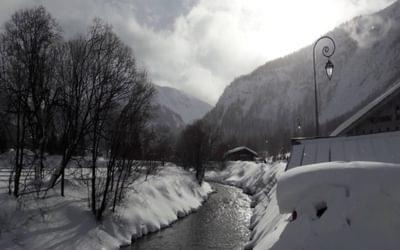 The River Måna flows through the town of Rjukan from Møsvatn to Lake Tinnsjå