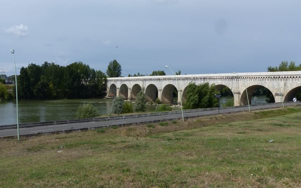 11 The Agen aqueduct