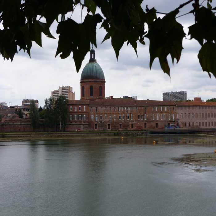 22 The Garonne river in Toulouse