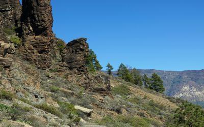 Descending from the mountain gap of Degollada de la Manzanilla